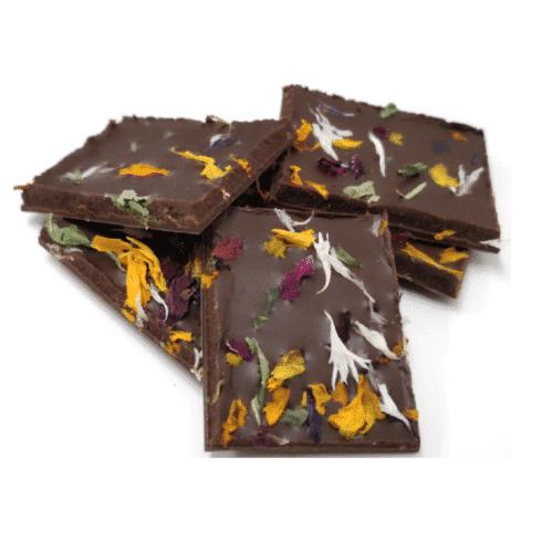 Milchschokolade mit Zitronenverbene und Blüten